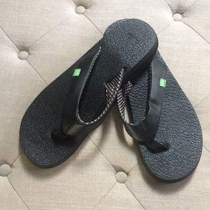 NWOT women's black Sanuk flip-flops size 10